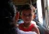 Dítě v autobuse
