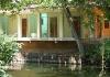 Výstavba ubytka na řece (kanálu)